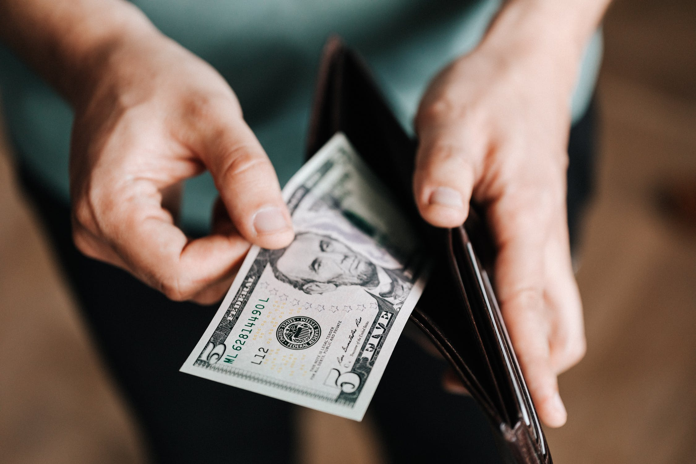 The shocking truth about honesty - Someone found a wallet with money inside, what do you think they will do? Put on iLost or keep? People are more honest than you might think.